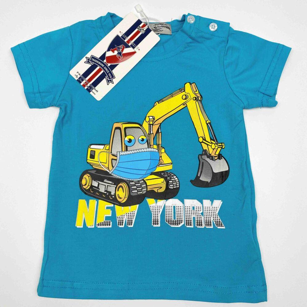 Kisfiú magas pamuttartalmú, nyári, rövid ujjú póló, elején markoló munkagép filmnyomott mita és New York felirat, kék színű.