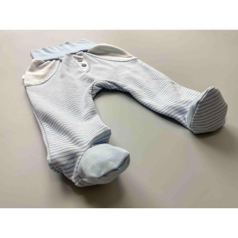 Kisfiú kék csíkos, fehér színű pamut nadrág, lehajtható széles, bordás derékpánttal, elején álzsebekkel, zárt lábfej résszel