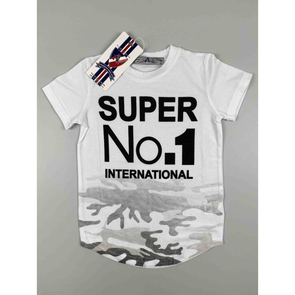 Kisfiú rövid ujjú póló fehér színű derék részén terepmintával és filmnyomott super no.1 international felirattal