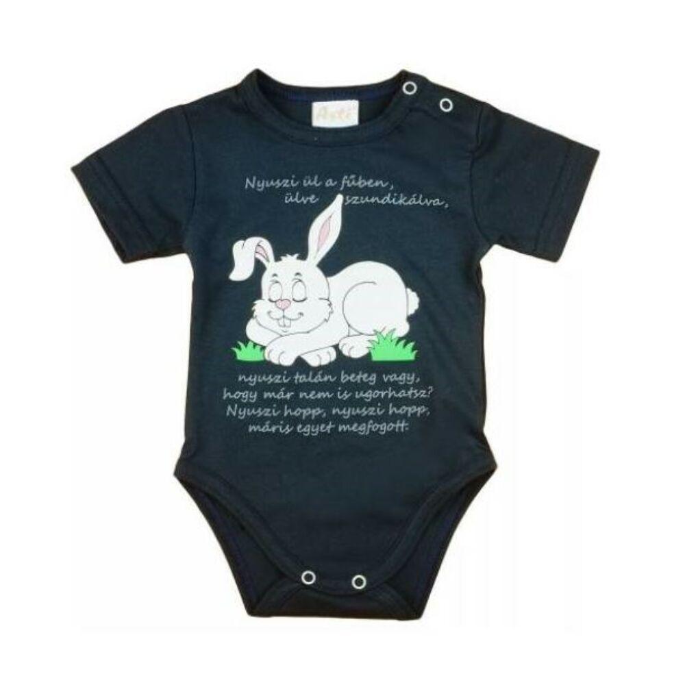 baba kisfiú rövid ujjú sötétkék pamut body elején nyuszi minta magyar mondókával.