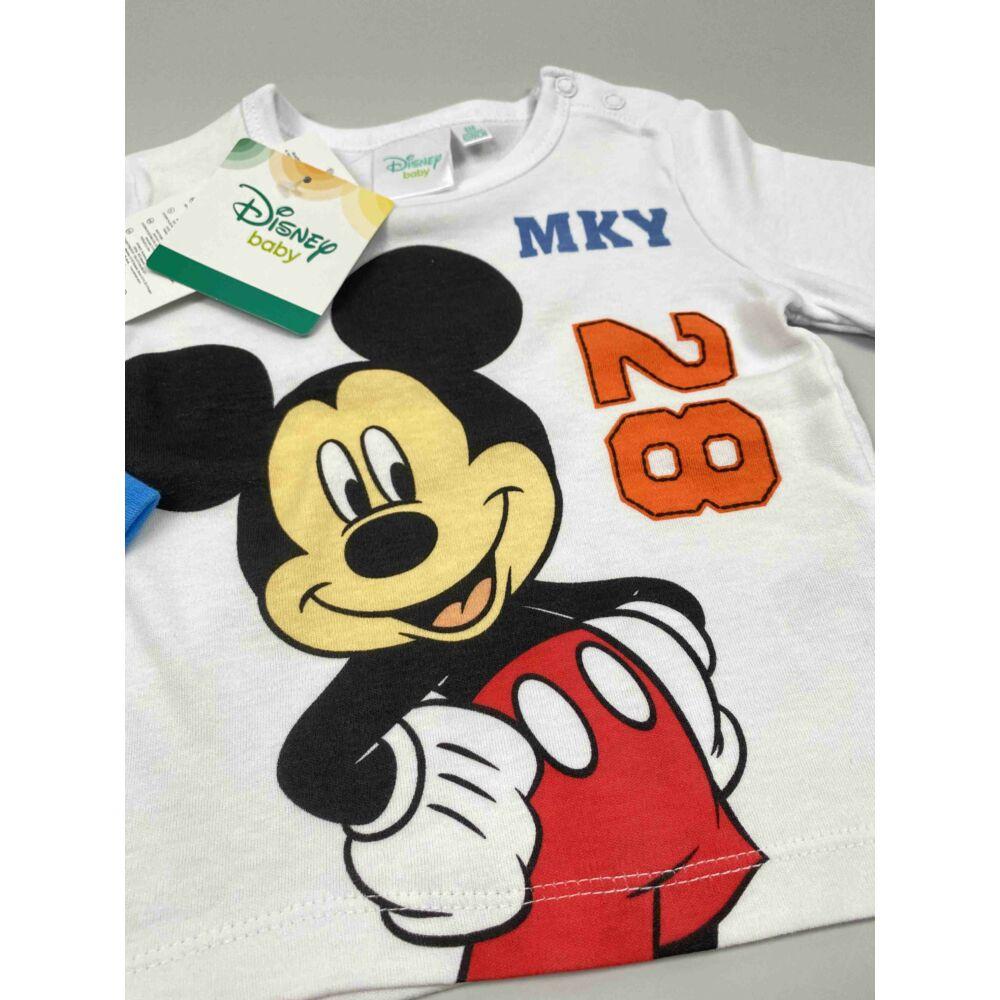 Kisfiú Disney hosszú ujjú fehér alapon kék ujjal Mickey filmnyomott motívummal és MKY 28 felirattal, közeli kép