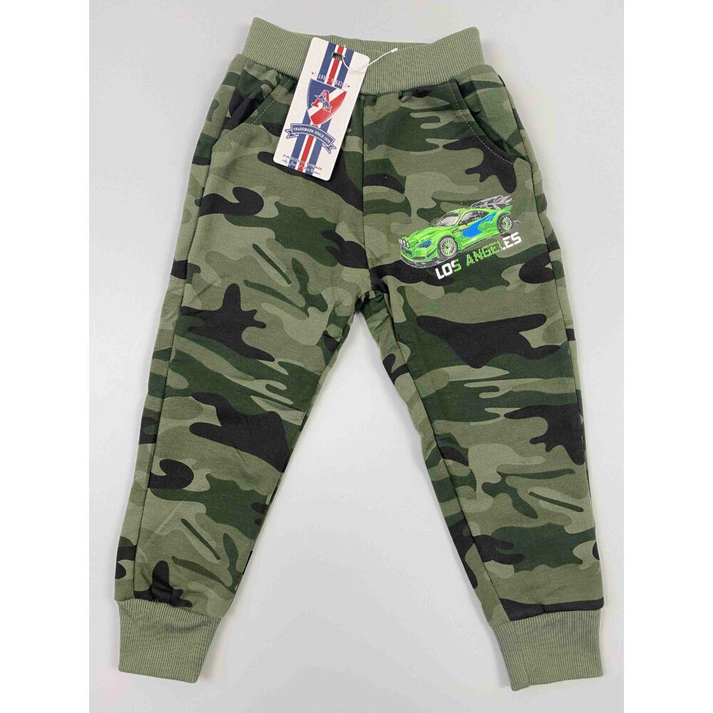 Kisfiú terep színű szabadidő nadrág zsebekkel autó mintával.
