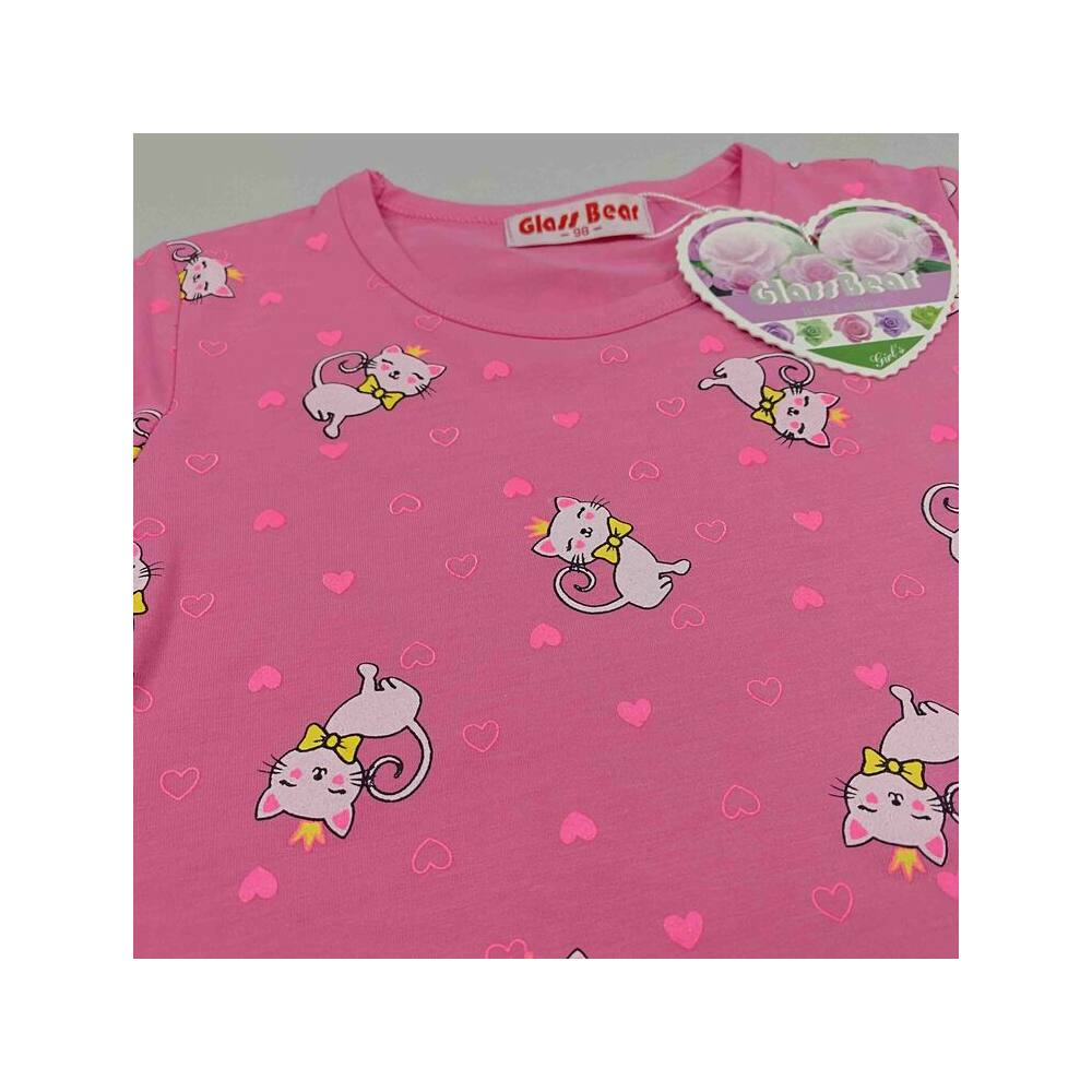 két részes kislány vékony nyári pizsama rózsaszín alapon fehér cica mintával közeli kép