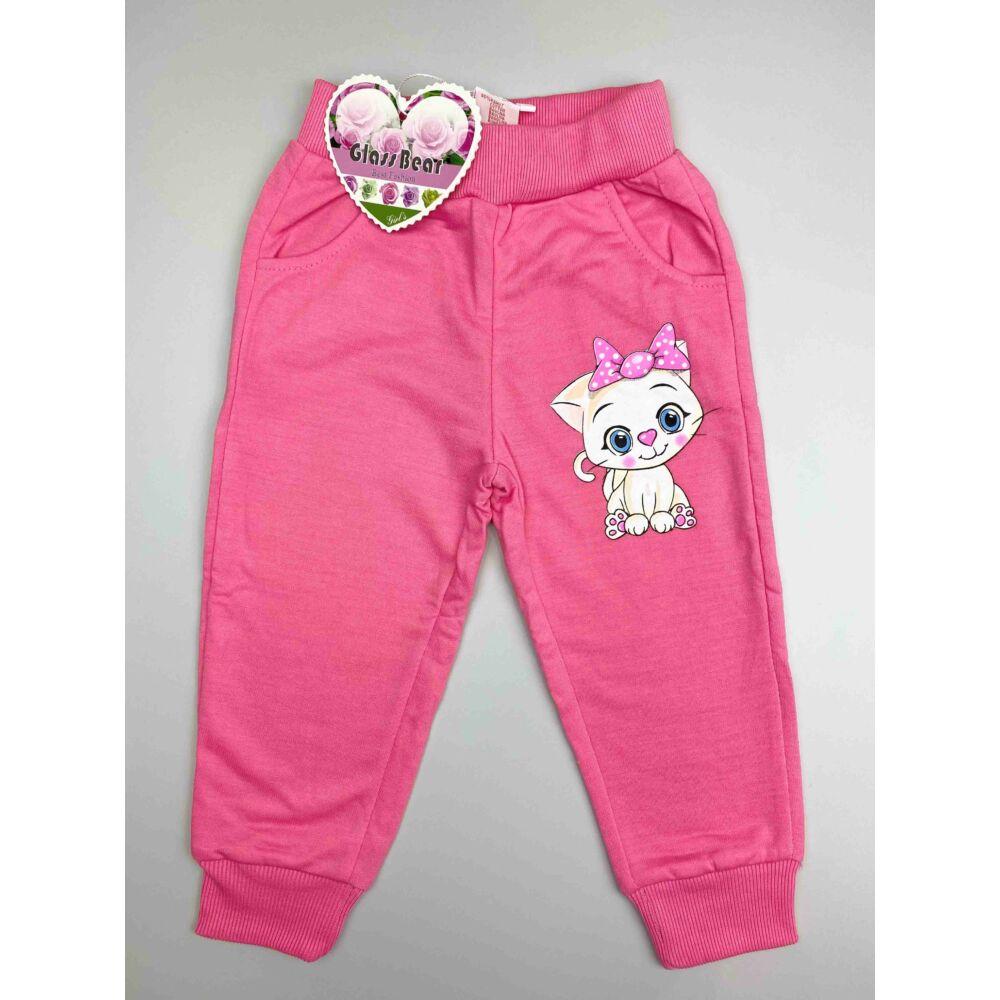 Közép rózsaszín magas pamuttartalmú cica mintás kislány szabadidő nadrág, elején zsebekkel, dereka humis, passzés szárvéggel, előlről.