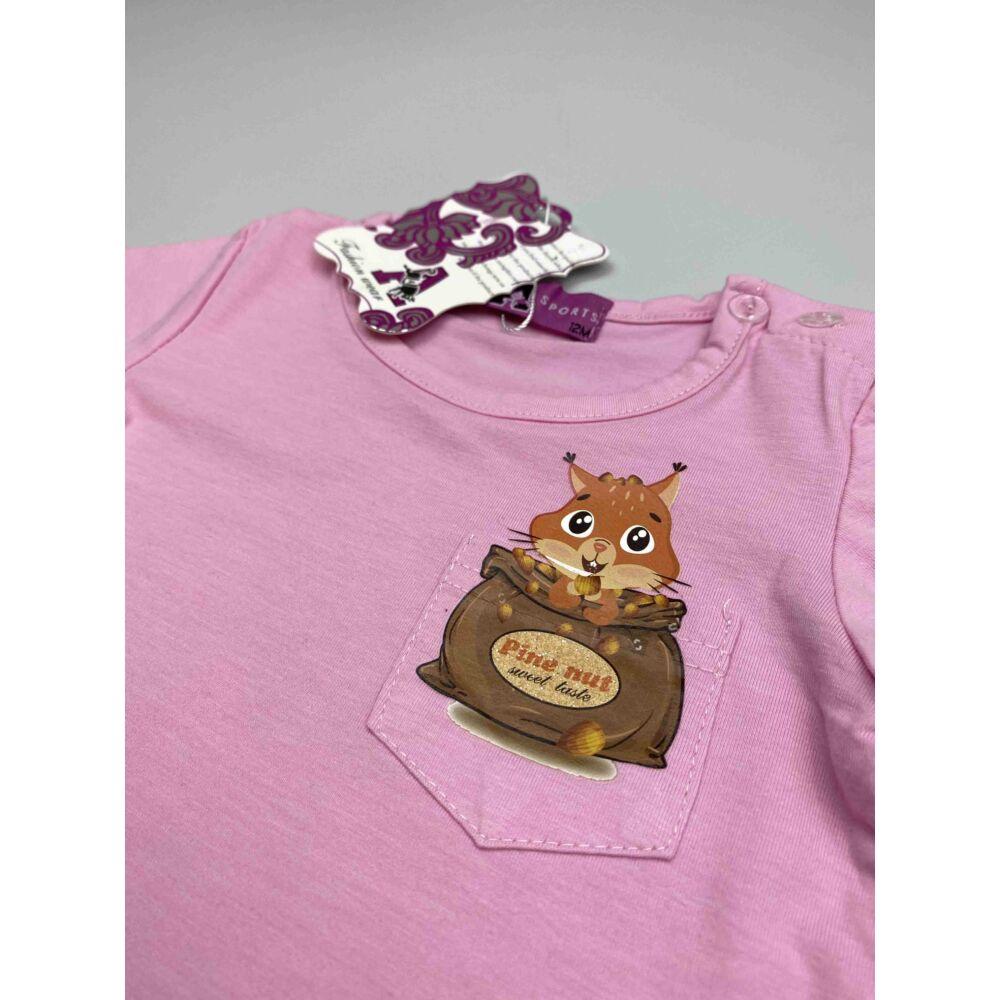 Barack színű kislány nyári rövid ujjú felső, elején zsebes, rajta filmnyomott mókus mintával közeli