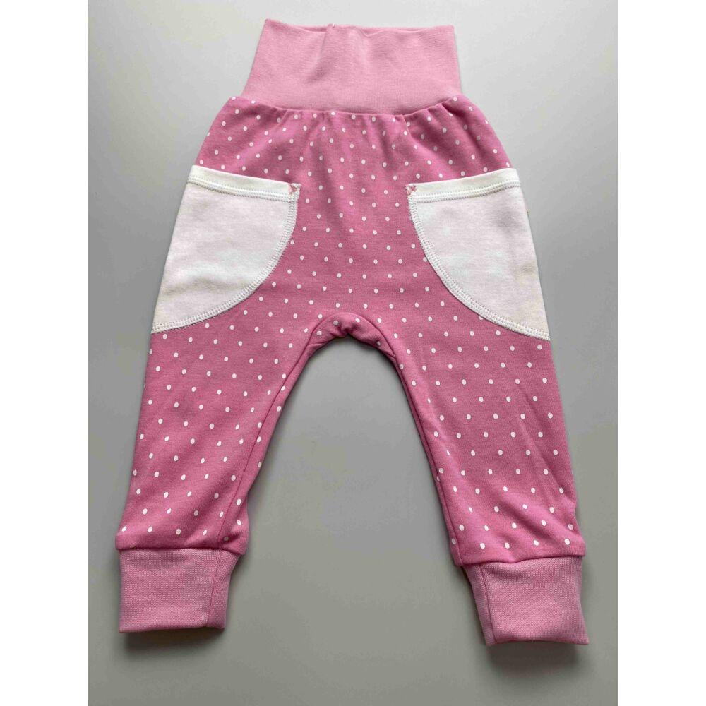 Kislány rózsaszín, fehér pöttyös pamut nadrág, lehajtható széles, bordás derékpánttal, eleján zsebekkel, passzés szárvéggel.