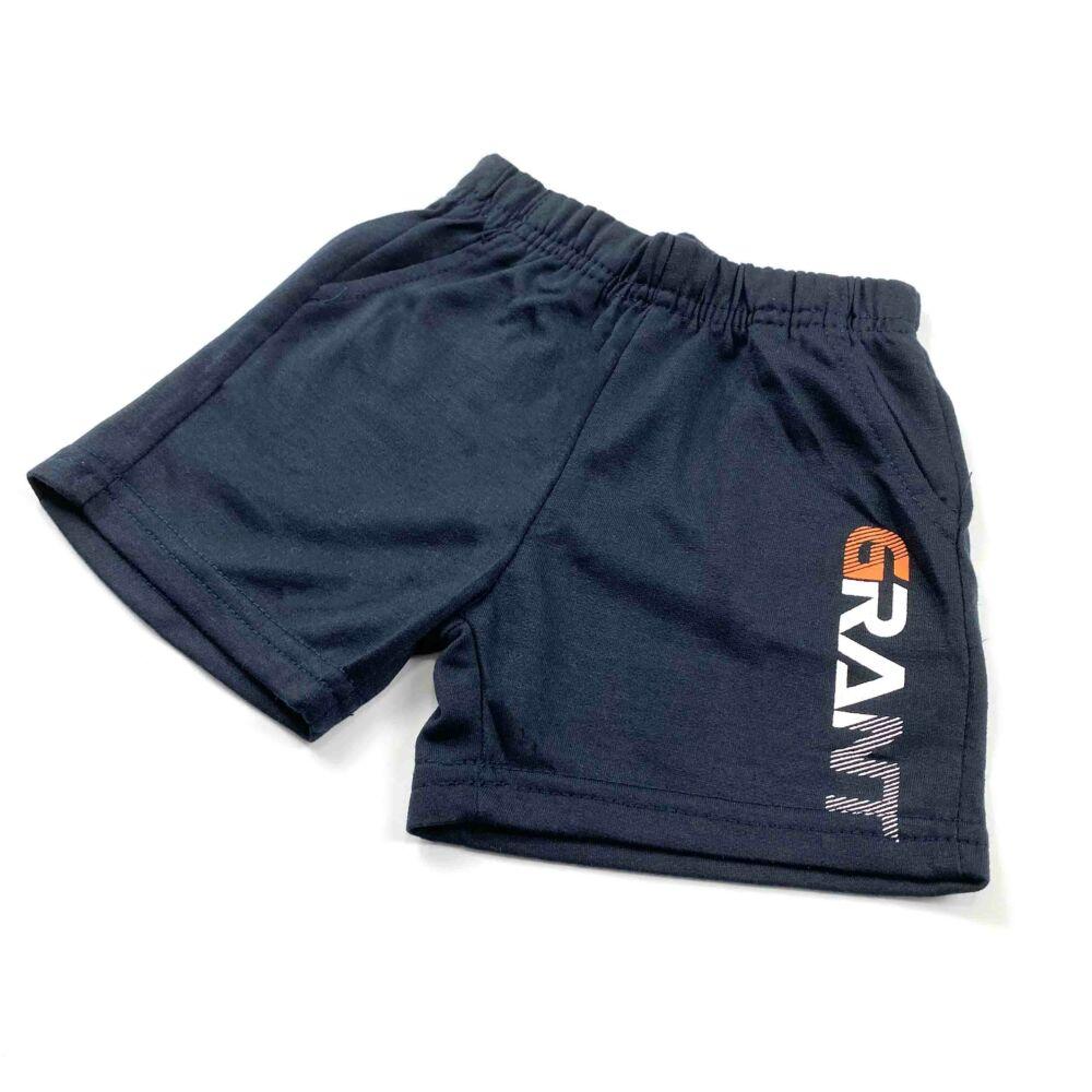 Két részes ujjatlan nyári kisfiú szabadidő szett, elején narancssárga sportautó mintával, nadrágja zsebes, felíratos.