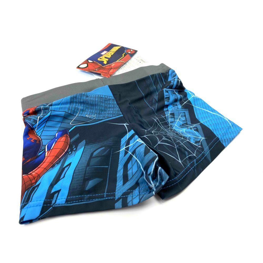 Marvel Pókember mintás kisfiú fürdőnadrág szürke színben. Az úszónadrág dereka gumis, és belül aktív kötős hátoldala.