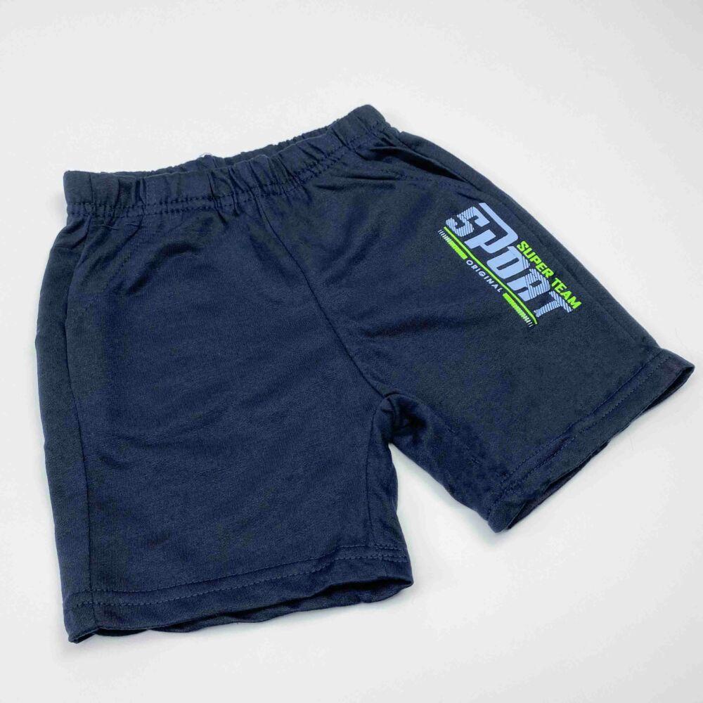 kisfiú két részes nyári szett, filmnyomott autós mintával, kék színű, elején feliratos, nadrágja zsebes